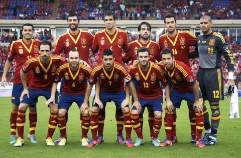 Spain-13-adidas-home-kit-red-navy-red-line-up11