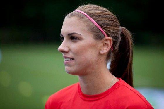 alex-morgan-in-sports-in... 【GIF】海外の女子サッカーで可愛い女の
