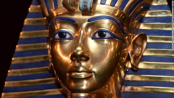 tutankhamun-death-mask