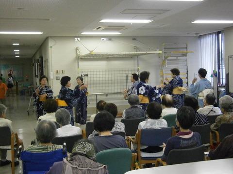 日本舞踊のボランティアさんに来ていただきました。