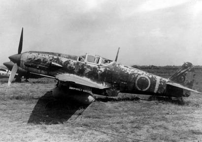 Kawasaki_Ki-61_Hien_with_drop_tank