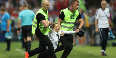 【クロアチアの速攻を妨害】W杯決勝のピッチ侵入、ロシアの女性バンドが「犯行声明」