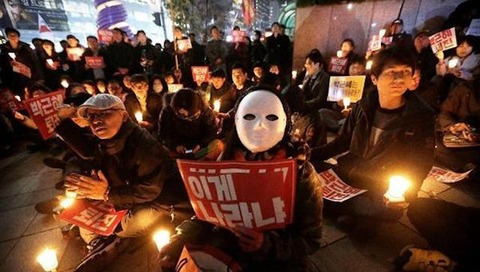 """英国の韓国人留学生が次々""""人種差別""""被害、現地の韓国人らが「ろうそくデモ」で対抗へ ネット「反日で日本人を人種差別してるのに…」"""