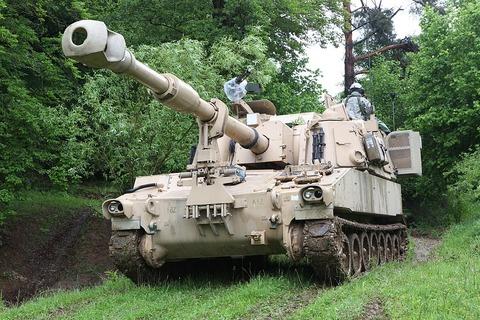 M109A6パラディン自走砲
