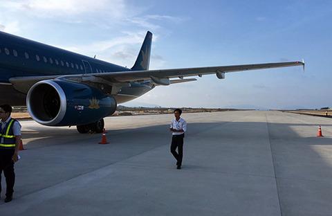 【ベトナム】建設中の滑走路に航空機が着陸、カムラン国際空港