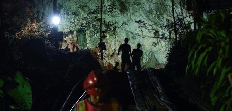 【タイ】洞窟で行方不明の少年12人とコーチ、13人全員奇跡の生存確認!!9日間を耐える