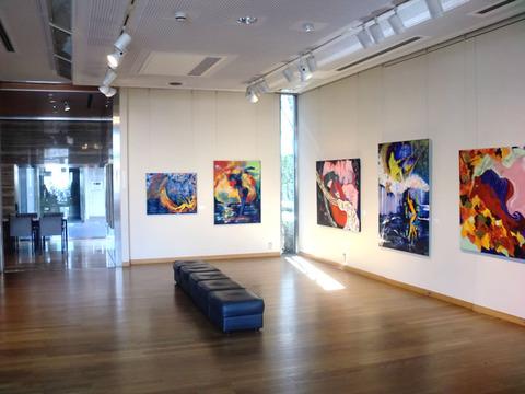 画家・加藤恵美子国立市個展の様子1