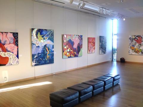 画家・加藤恵美子国立市個展の様子2