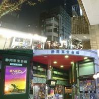 映画の街なのかな、映画館の周りはそんな雰囲気も