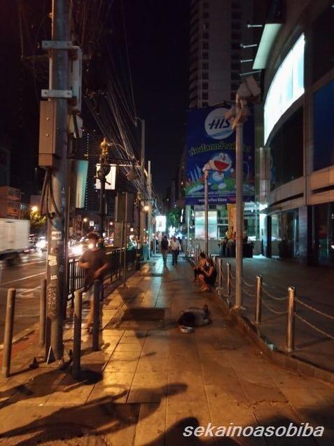 深夜のアソーク交差点