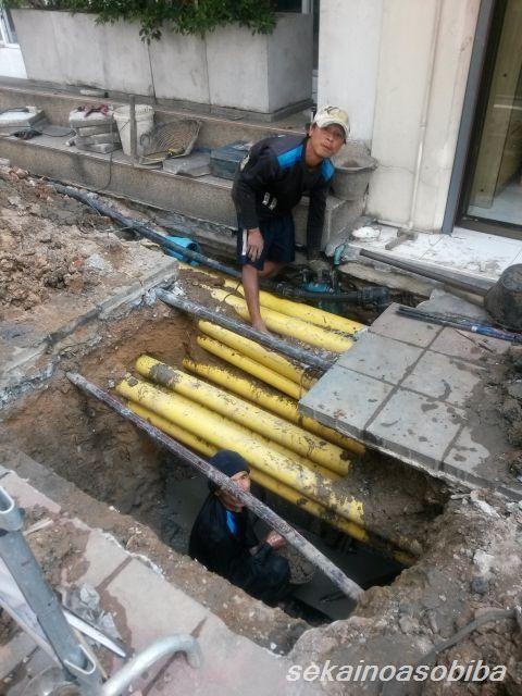 バンコクの道路工事  電線埋設
