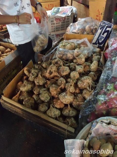 クロントーイ市場でマンゲーオ