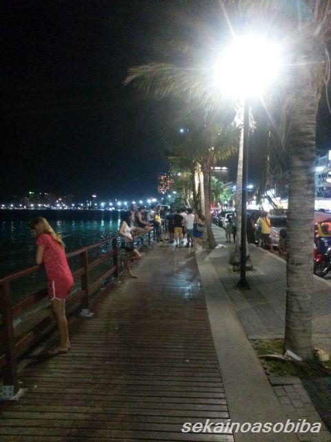 パタヤビーチ20時