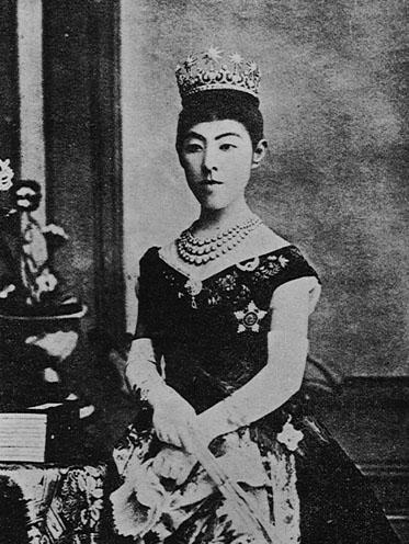 昭憲皇后 「お雛様のような」昭憲皇后の写真 そもそも「歌子」という名前自体、出仕... 大内山の
