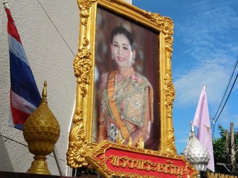 今日は、タイの新しい女王様の誕生日で祝日です。