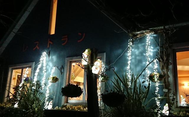カフェのスノーマン、花の文化園イルミネーション