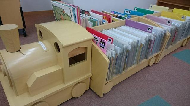 河内長野図書館、紙芝居コーナー