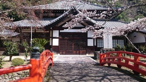 天野山金剛寺、橋の向こうは講堂