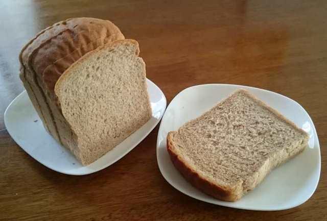 むささびパン工房の全粒粉食パンスライス