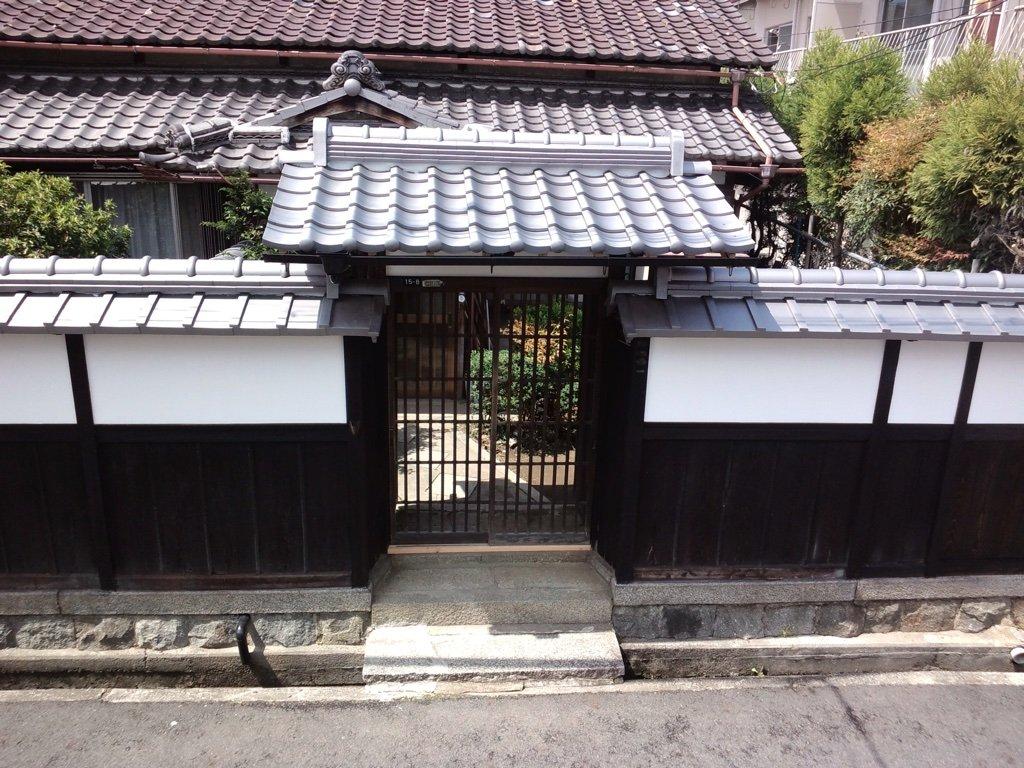 膳所神社南門前、住まいの粋を伝統の職人力で表しました。