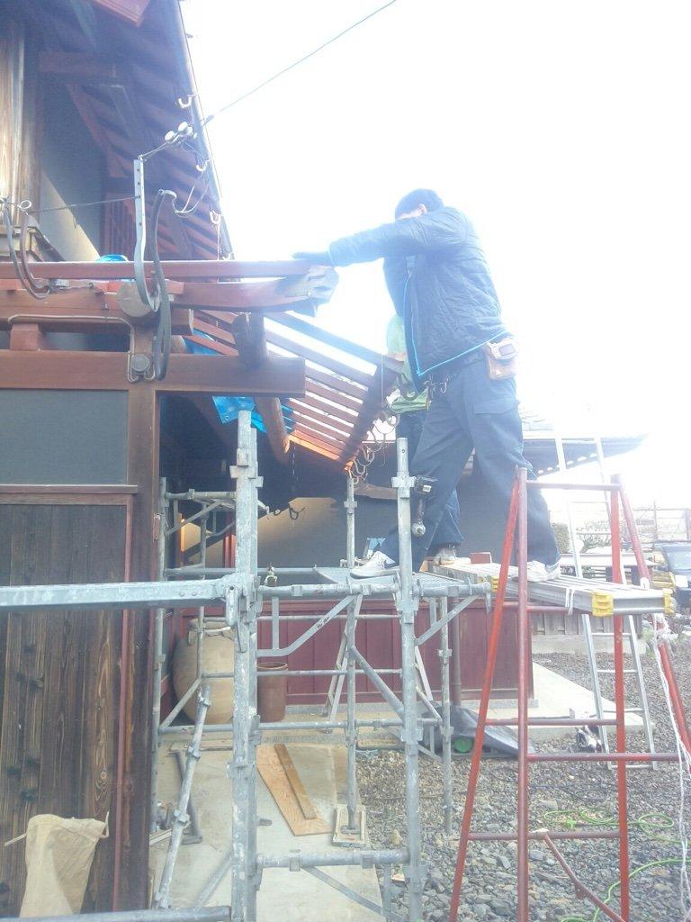 屋根作ります。前も後ろも右手奥も。