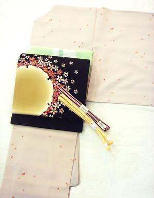 桜ちらし縮緬小紋、黒地に雪輪と桜染開名古屋帯(作家物)
