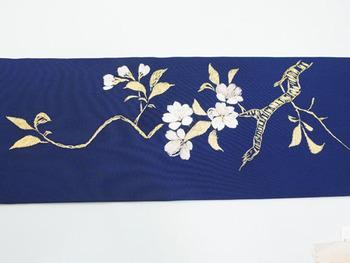 桜の枝図手刺繍名古屋帯 前柄