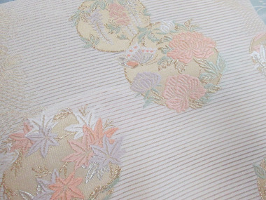 四季の草花丸紋 夏袋帯 銀座きしや扱アップ