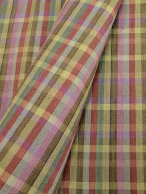 多色使い小格子手織紬着物アップ