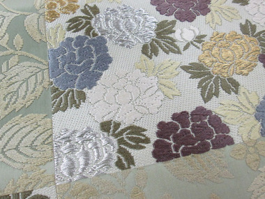 市松取牡丹と蔓草紋 唐織 袋帯アップ