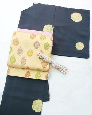 八重桜の図疋田に金彩小紋 染の北川製、立涌に菊菱文唐織袋帯