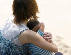 シングルマザーに現金給付 自民、女性活躍相に提言