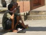 寺の外の乞食
