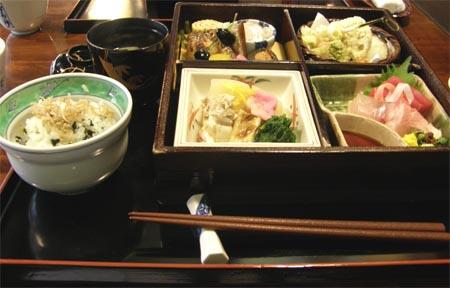 kamisan_lunch