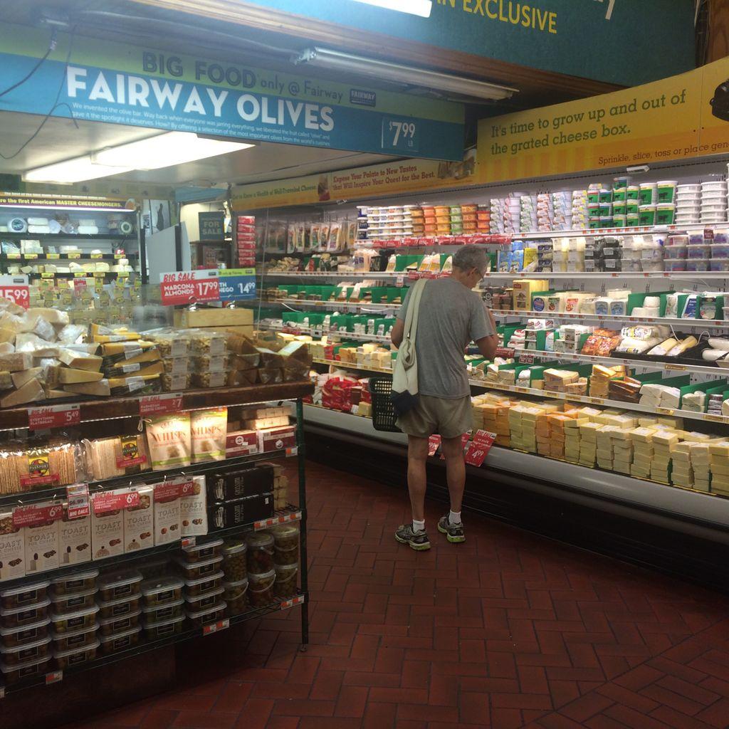こっちはどこもかしこもチーズ売り場がでかい