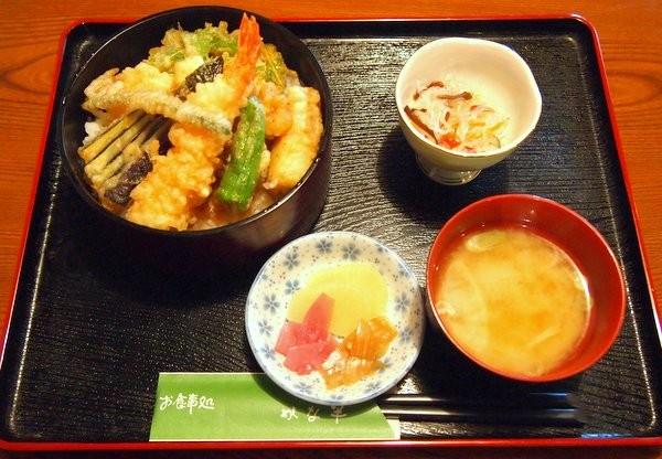 栃木市・かな半 天丼