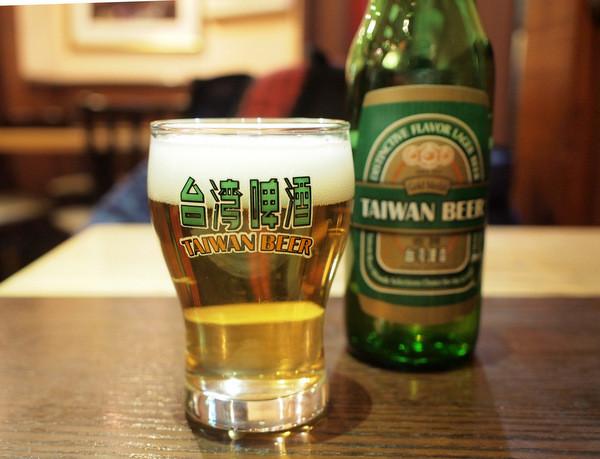 劉の店・台湾ビールで喉を潤す