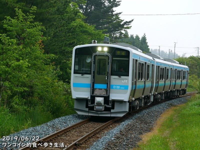 JR八戸線・種差海岸駅に進入するディーゼルカー