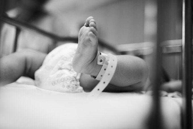 夫の病気で家族一同血液検査をすることになった。結果「子供の血液型がおかしい…」→検査の結果、子供とは血縁がなかった事が判明。実子はというと…
