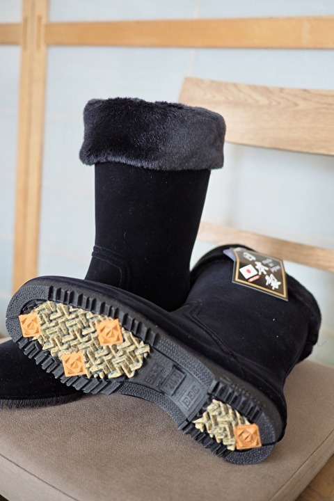 高評価の長靴を試し履き。