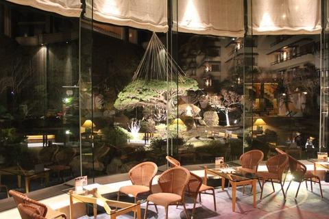 福島温泉旅館庭の見える喫茶店