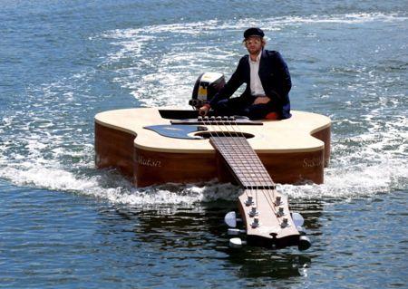 a98778_Guitar Boat450