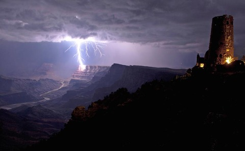 CATERS-LIGHTNING-STRIKE-GRAND-CANYON-01-jpg_201747