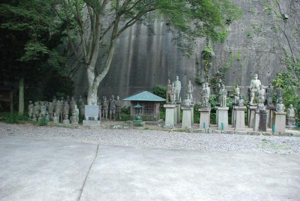 たぬき寺の軍人墓地 (14)