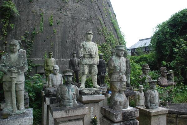 たぬき寺の軍人墓地 (16)