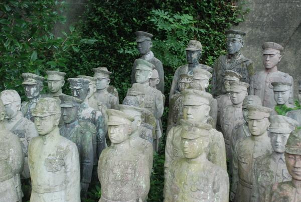 たぬき寺の軍人墓地 (23)
