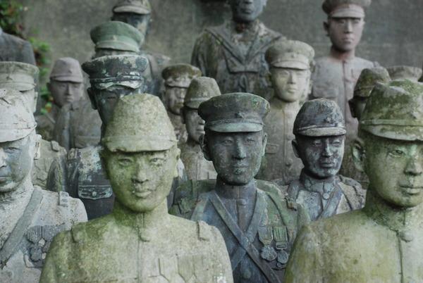 たぬき寺の軍人墓地 (25)