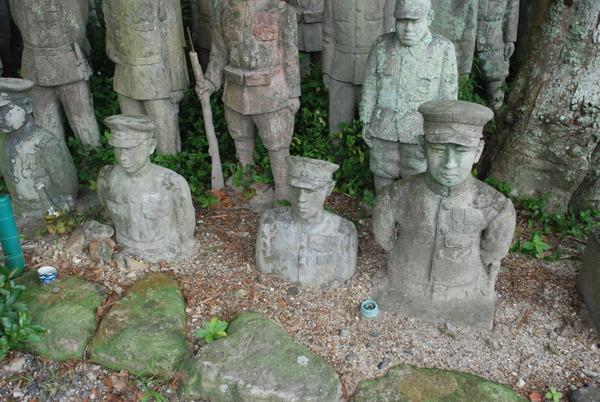 たぬき寺の軍人墓地 (22)