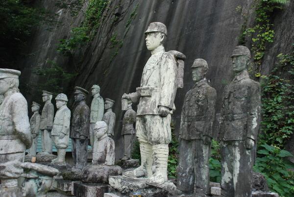 たぬき寺の軍人墓地 (20)