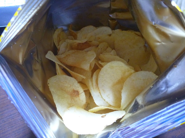 パインアメ味のポテトチップス (4)
